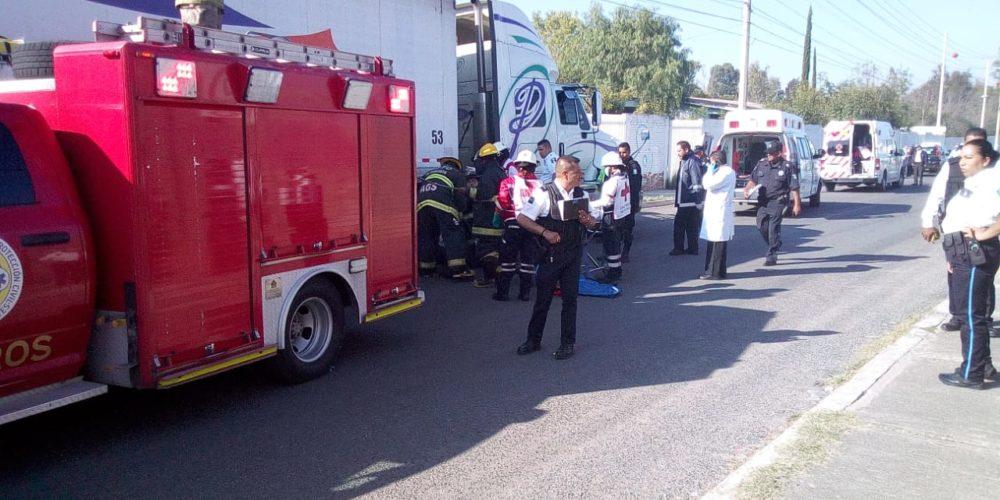 Atropello múltiple de tráiler deja 5 heridos y una persona fallecida