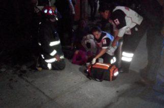 Rescatan a mujer luego de que se incendiara su casa en Ags