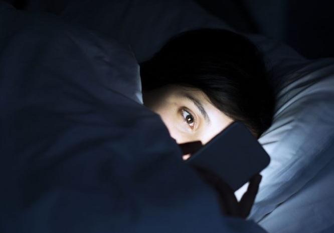 El cerebro de los niños está cambiando por excesivo tiempo ante pantallas, estudio