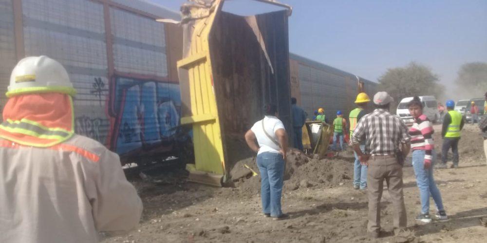 Choca el tren contra camión de volteo en Aguascalientes