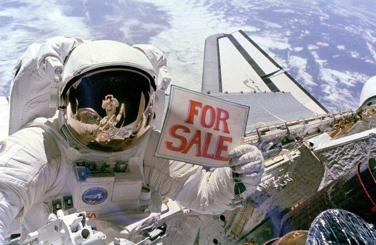 Quieren poner publicidad en el espacio