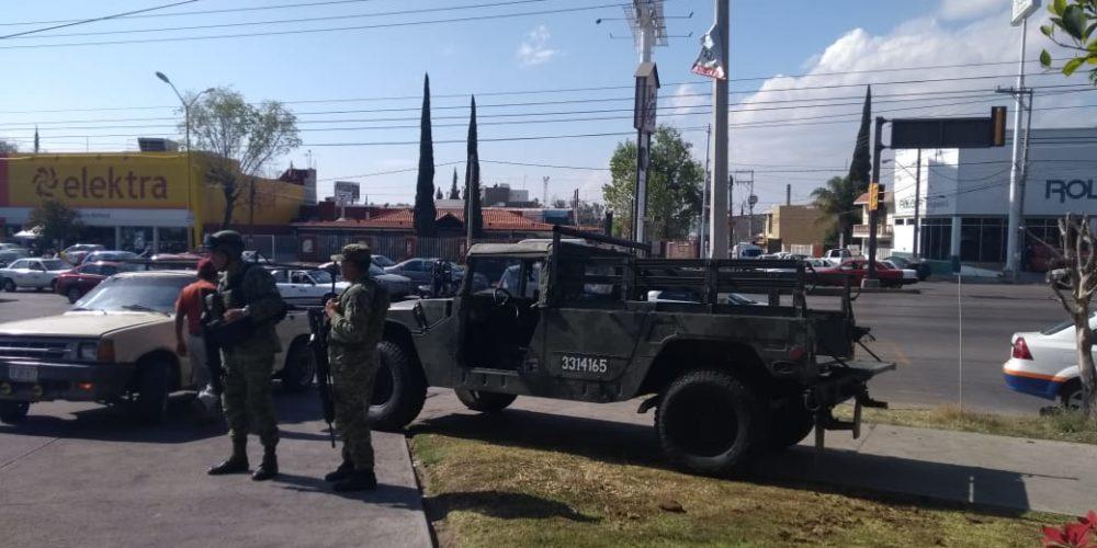 Ejército resguarda gasolineras tras brotes de violencia por desabasto