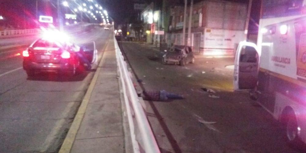 Impactan por detrás a su vehículo, sale expulsado y muere en Ags