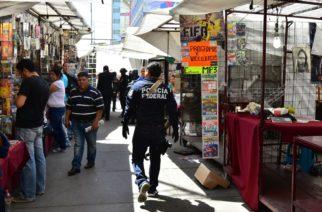 Elementos de la Policía Federal realizaron un operativo de decomiso de piratería en Centro Histórico.