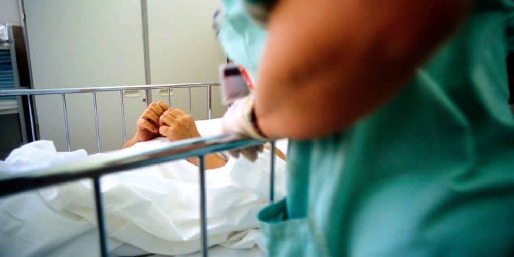 Mujer en estado vegetativo da luz a bebé en posible caso de violación