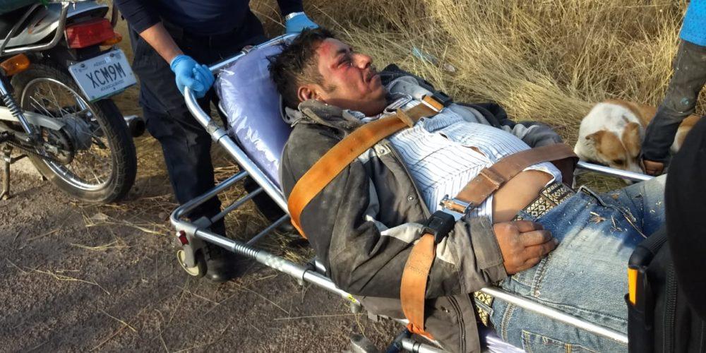 Conducía ebrio su motocicleta se cayó y casi muere en Aguascalientes