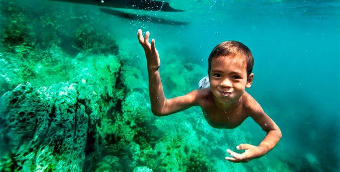 Los niños Moken que pueden ver debajo del agua como delfines