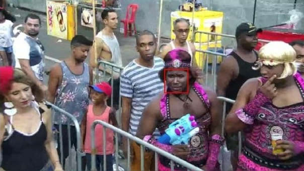 Detienen a un prófugo disfrazado de mujer en plena celebración del carnaval