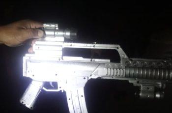 Con su rifle de la Guerra de las Galaxias asustaba a la gente en Ags