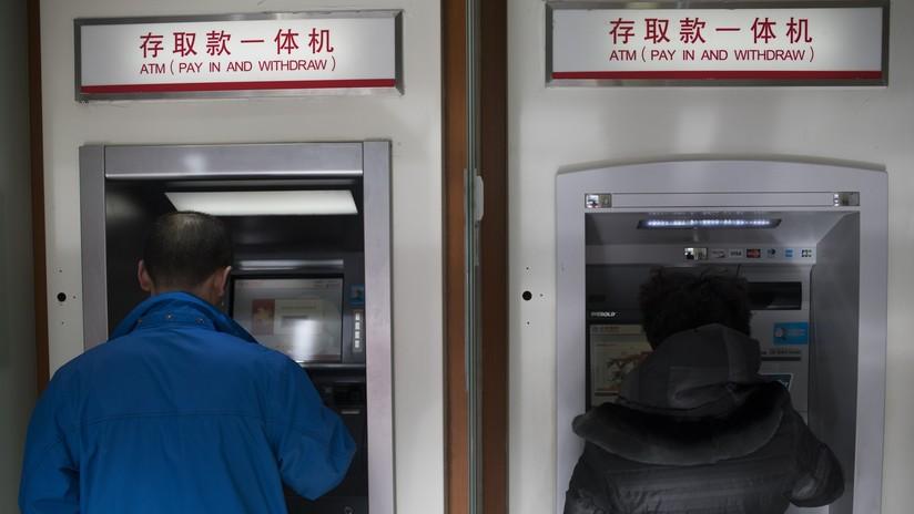 Un ladrón le devuelve el dinero a su víctima al ver el saldo de su cuenta