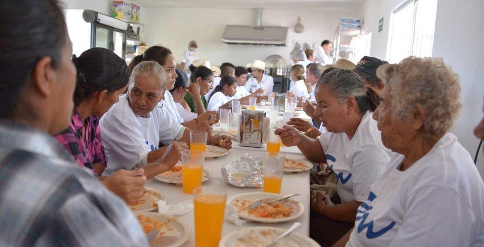 Quita AMLO dinero a comedores de Peña Nieto