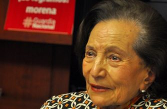 Senadora de Morena se ríe de petición de AMLO a España