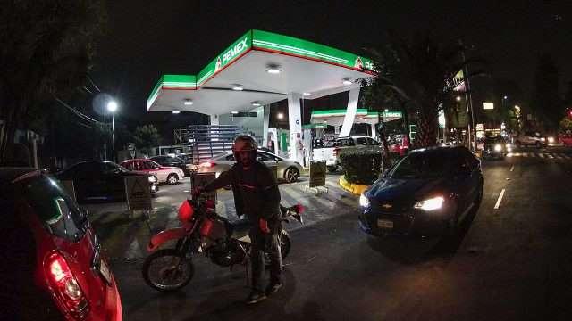 SHCP aumenta 'subsidio' a gasolina regular y premium