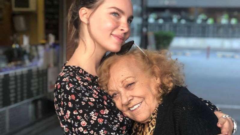 Belinda y su abuela se salvan de fuerte accidente automovilístico