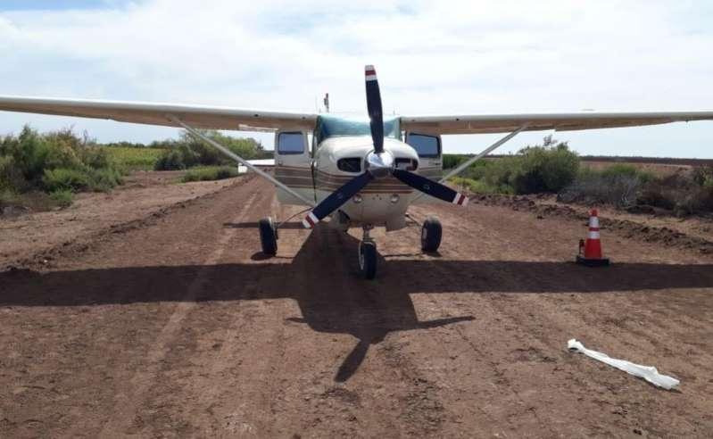 Localizan avioneta abandonada con casi media tonelada de marihuana en Sinaloa