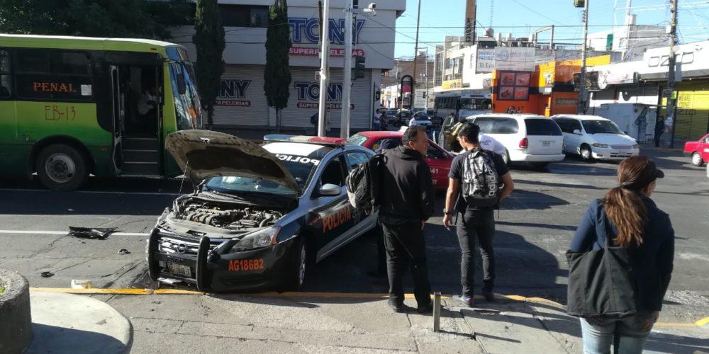 Policía resulta herida luego de que chocaron su patrulla en Aguascalientes