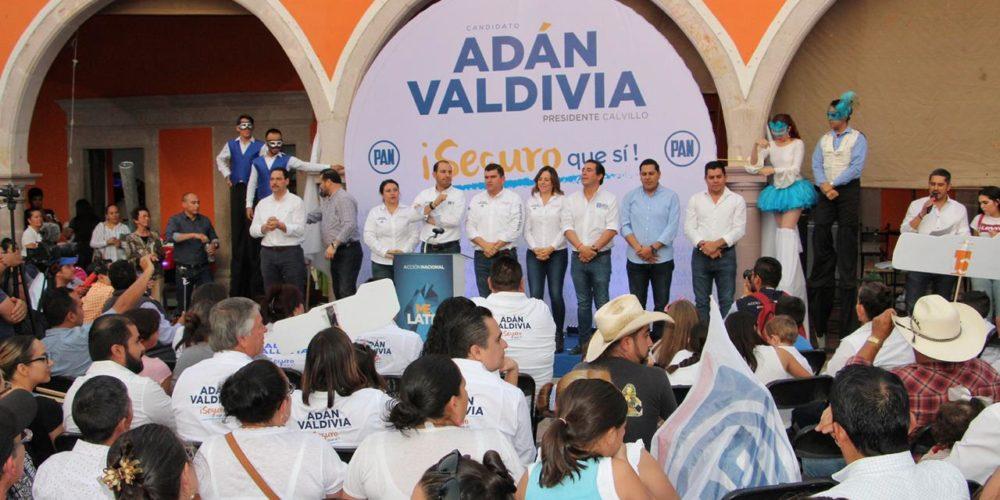Adán Valdivia con paso firme y seguro arrancó campaña rumbo a la victoria