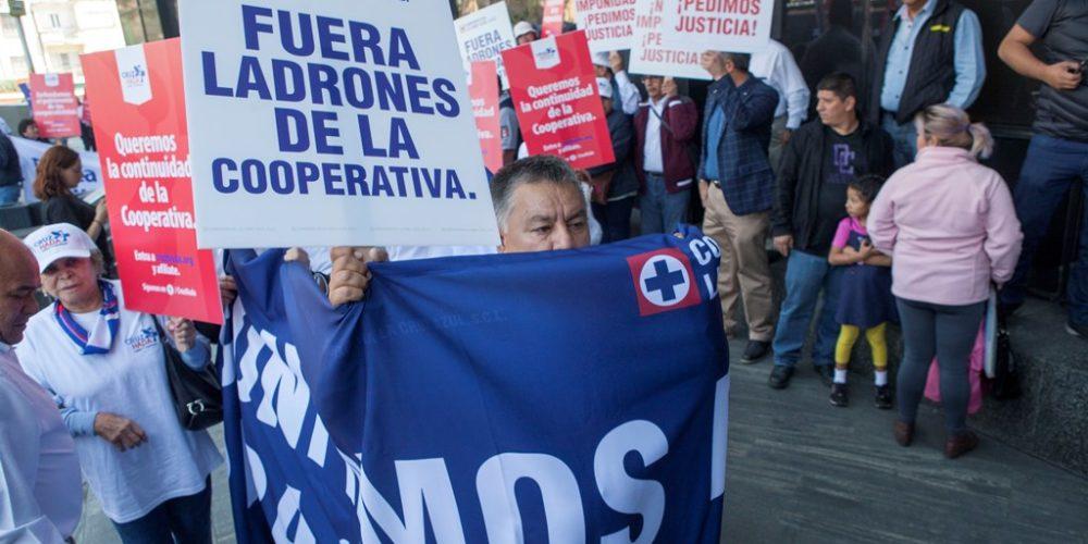 Protestan contra Billy Álvarez en la FGR
