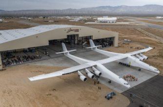 El avión más grande del mundo realiza su primer vuelo