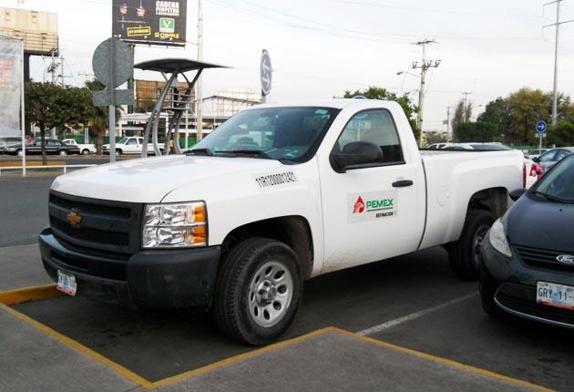 Por austeridad, directivos de Pemex venderán vehículos