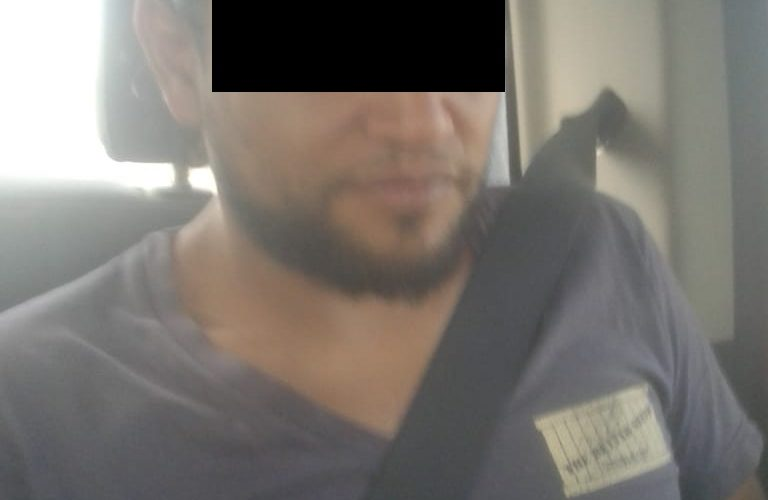 Ingirió varios envoltorios de droga para evitar ser detenido