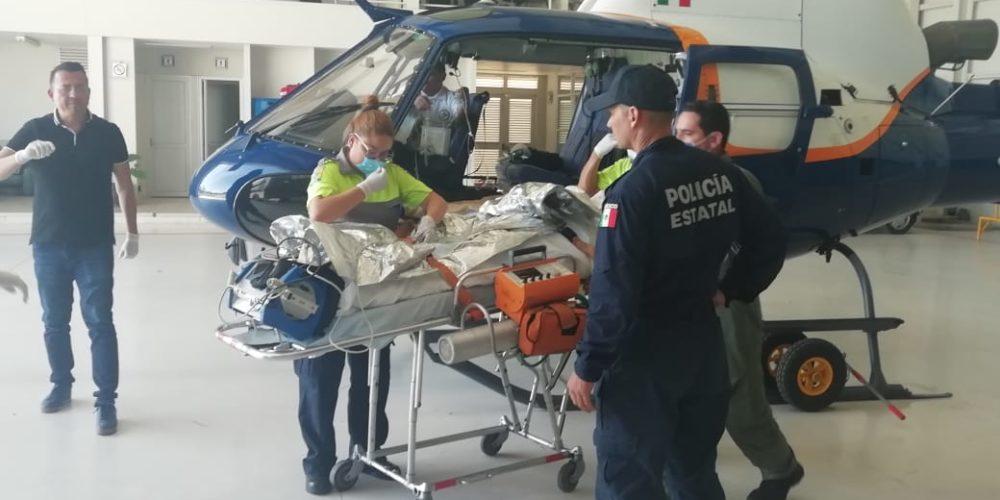 Helicóptero Águila 1 traslada y auxilia a hombre con quemaduras graves