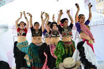 Continúan actividades en el escenario de las culturas populares en la feria