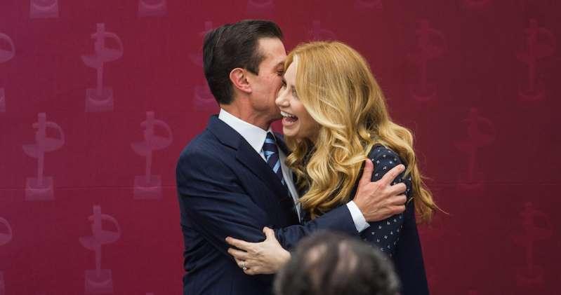 """Peña informa que ha concluido su divorcio de Angélica Rivera; """"que le vaya bien siempre"""", le dice"""