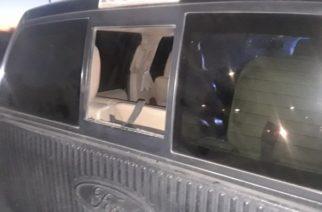 Detienen a dos sujetos cuando cristaleaban una camioneta en JM
