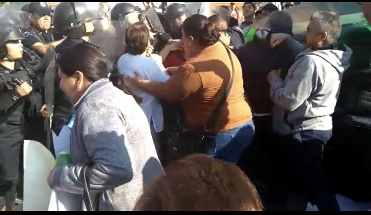 Se enfrentan policías estatales con choferes de ATUSA en Aguascalientes