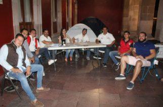 Candidato del PRI a la alcaldía de Aguascalientes hace campaña con huelga de hambre