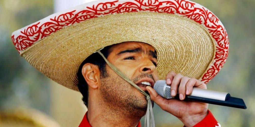 Pablo Montero canta borracho y exige sacar a dos mujeres de concierto