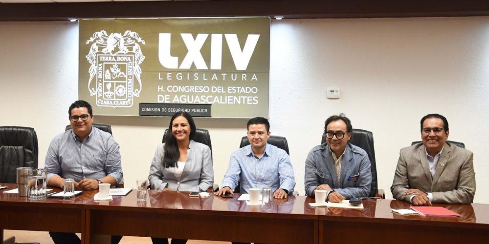 Diputados quieren eliminar requisito de solicitud de licencia para buscar reelección