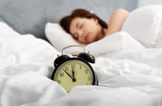 Dormir más el fin de semana para recuperarte es peligroso
