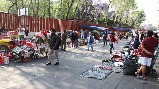 Vendedores ambulantes ganan más que profesionistas