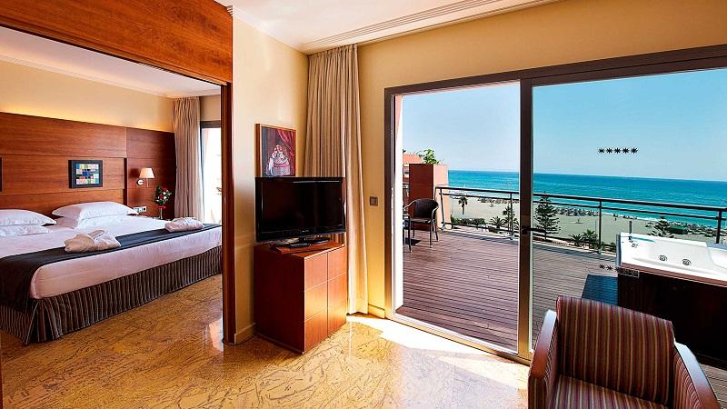 ¿Con cuánto tiempo debes hacer una reservación en un hotel?