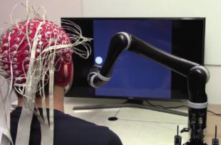 Crean primer brazo robótico controlado por la mente