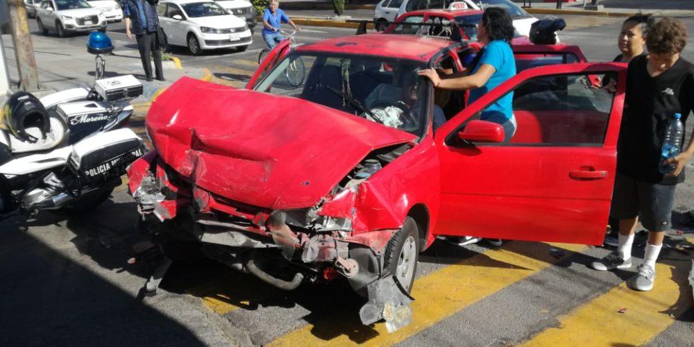 Semaforazo deja dos lesionados en Aguascalientes