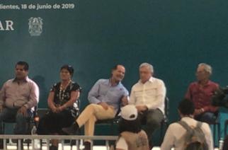 Abuchean a Martín Orozco Sandoval durante visita de López Obrador