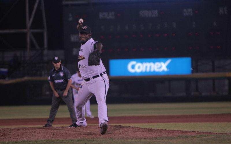 El pitcher dominicano José Valverde se va de Rieleros