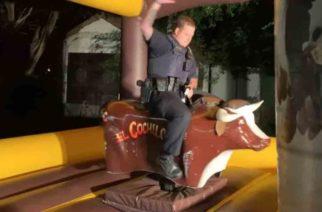 Policía debía poner orden, pero ¡se convierte en el alma de la fiesta!