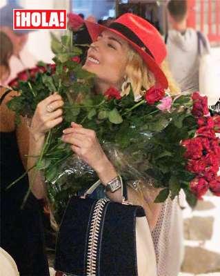 Peña Nieto compró todas las flores que traía una mujer para regalarlas a Tania Ruiz