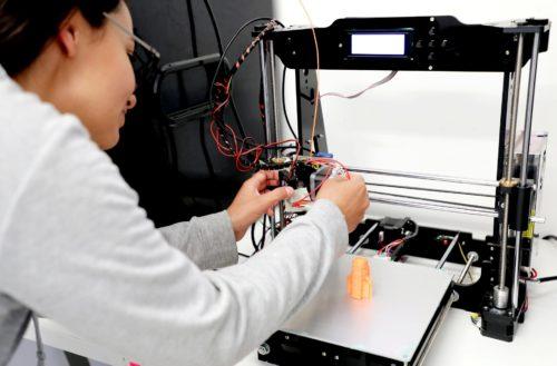 Investigador de la UAA desarrolla prótesis infantiles accesibles
