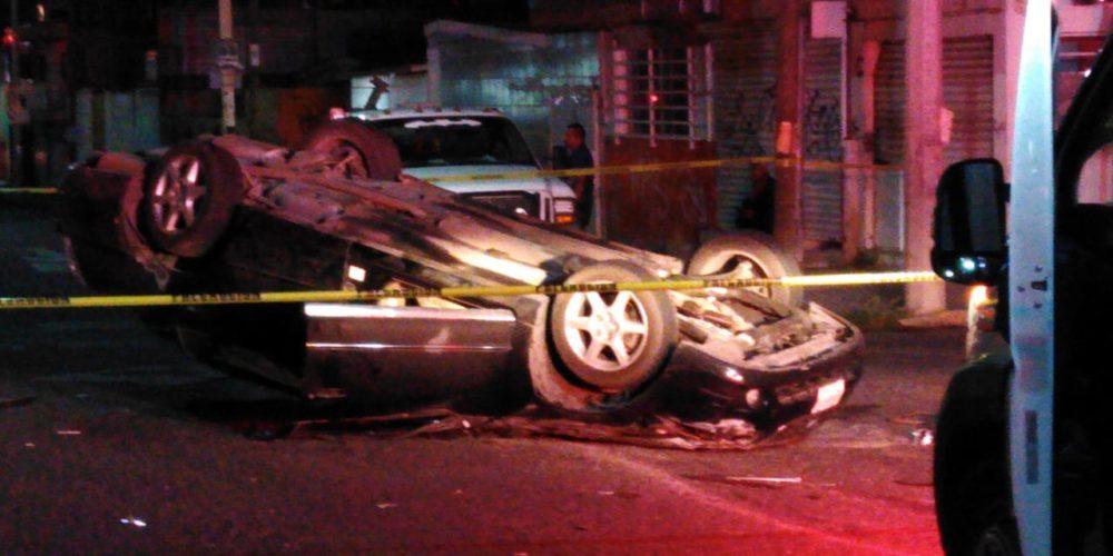 Un muerto y un herido dejó volcadura en Aguascalientes