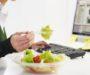 6 cosas por las que no debes comer en el trabajo