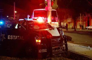 Policías destrozan patrulla al accidentarse en Aguascalientes