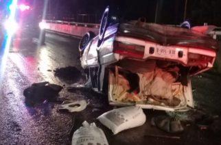 Hombre muere tras volcar su automóvil en Aguascalientes