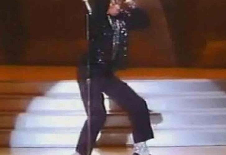 Subastarán calcetines de Michael Jackson