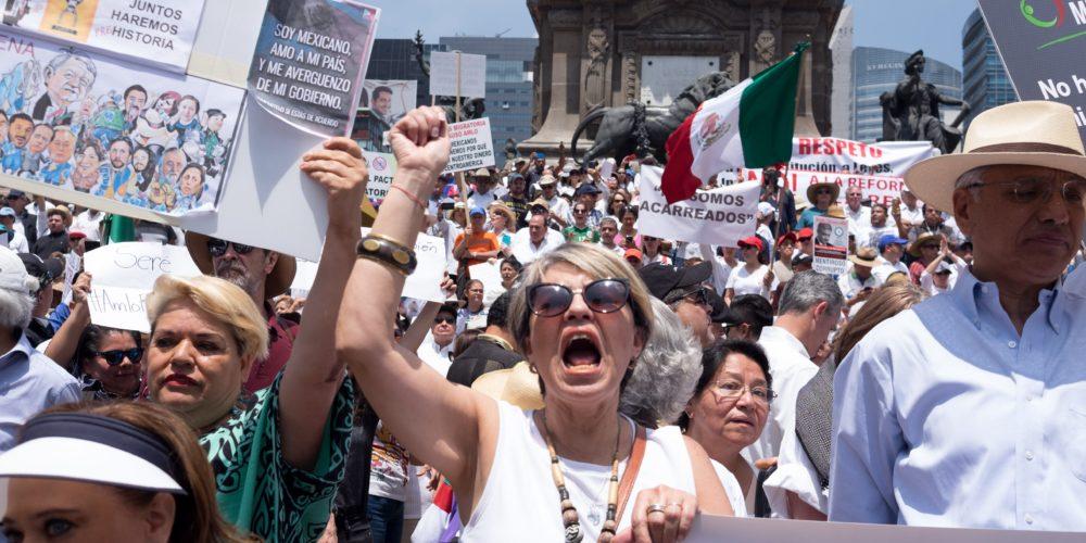 Opositores convocan a marcha; mientras AMLO organiza festival por primer año de gobierno