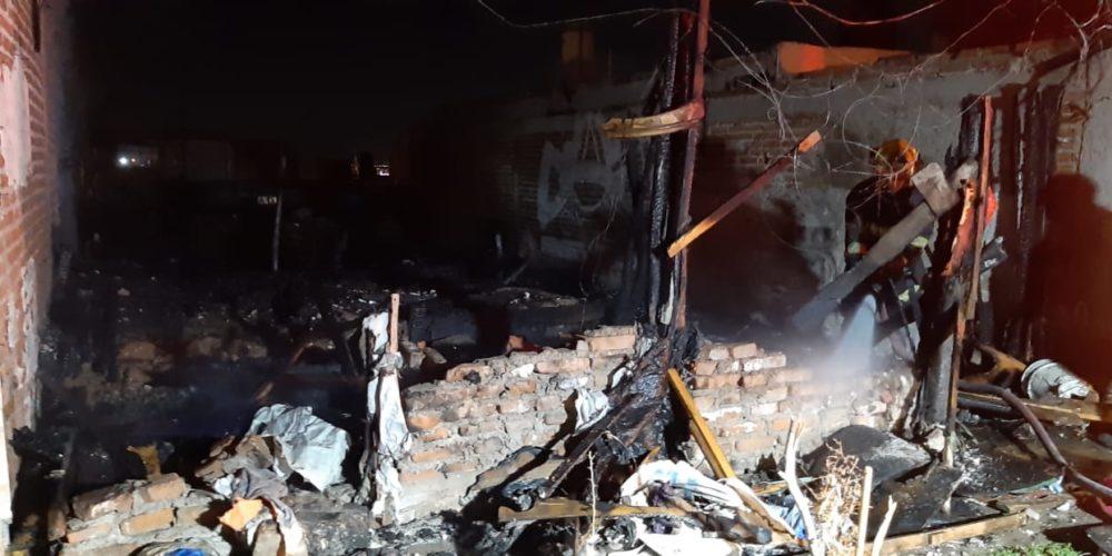 Incendio deja en cenizas un jacal en Aguascalientes